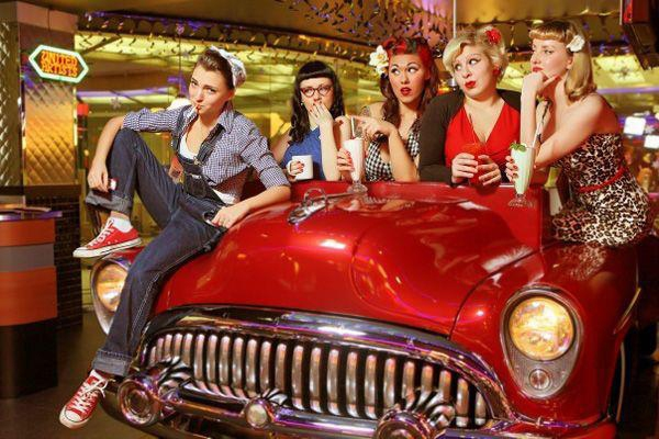 1_cars_and_girls_beverly_hills_diner_moscow.jpg
